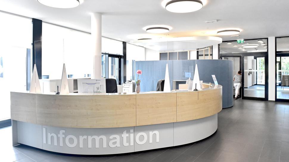 Das Gesundheitsamt hat eine neue Wirkung: Der Eingang und Wartebereich steht Kunden mit Terminen offen.