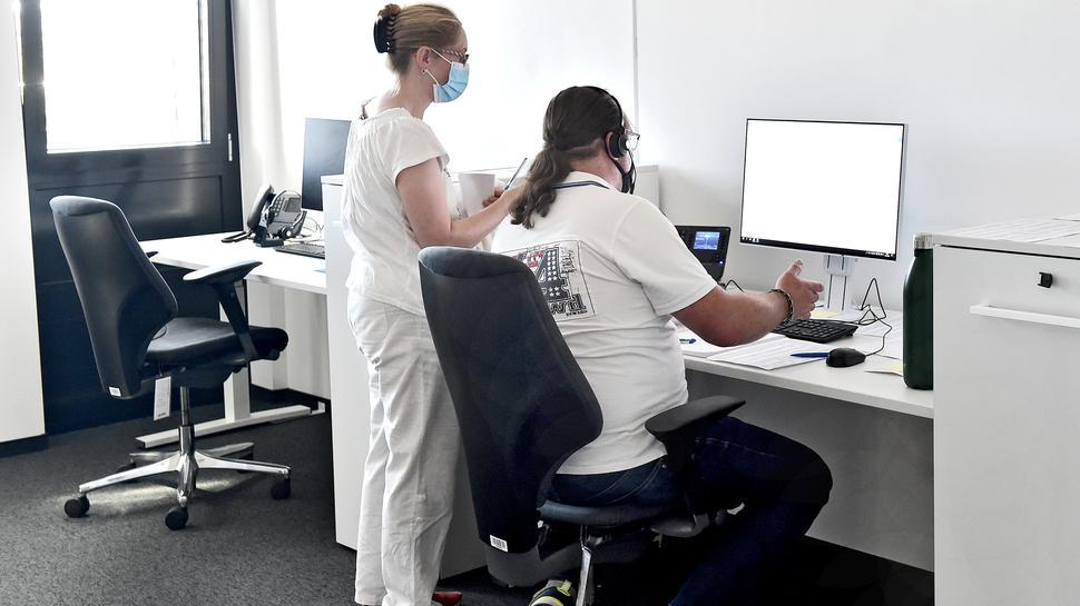 Die Hotline für Corona-Fragen: Die spezialisierte Covid-Abteilung hilft weiterhin am Telefon bei medizinischen Unsicherheiten rund um das Virus.