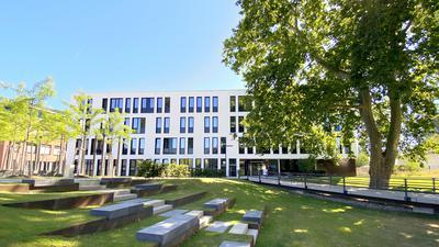 Der Auszug aus dem Landratsamt endet im Grünen: Das Gesundheitsamt residiert seit Kurzem in der Wolfartsweierer Straße in Karlsruhe in einem Neubau der BGV.