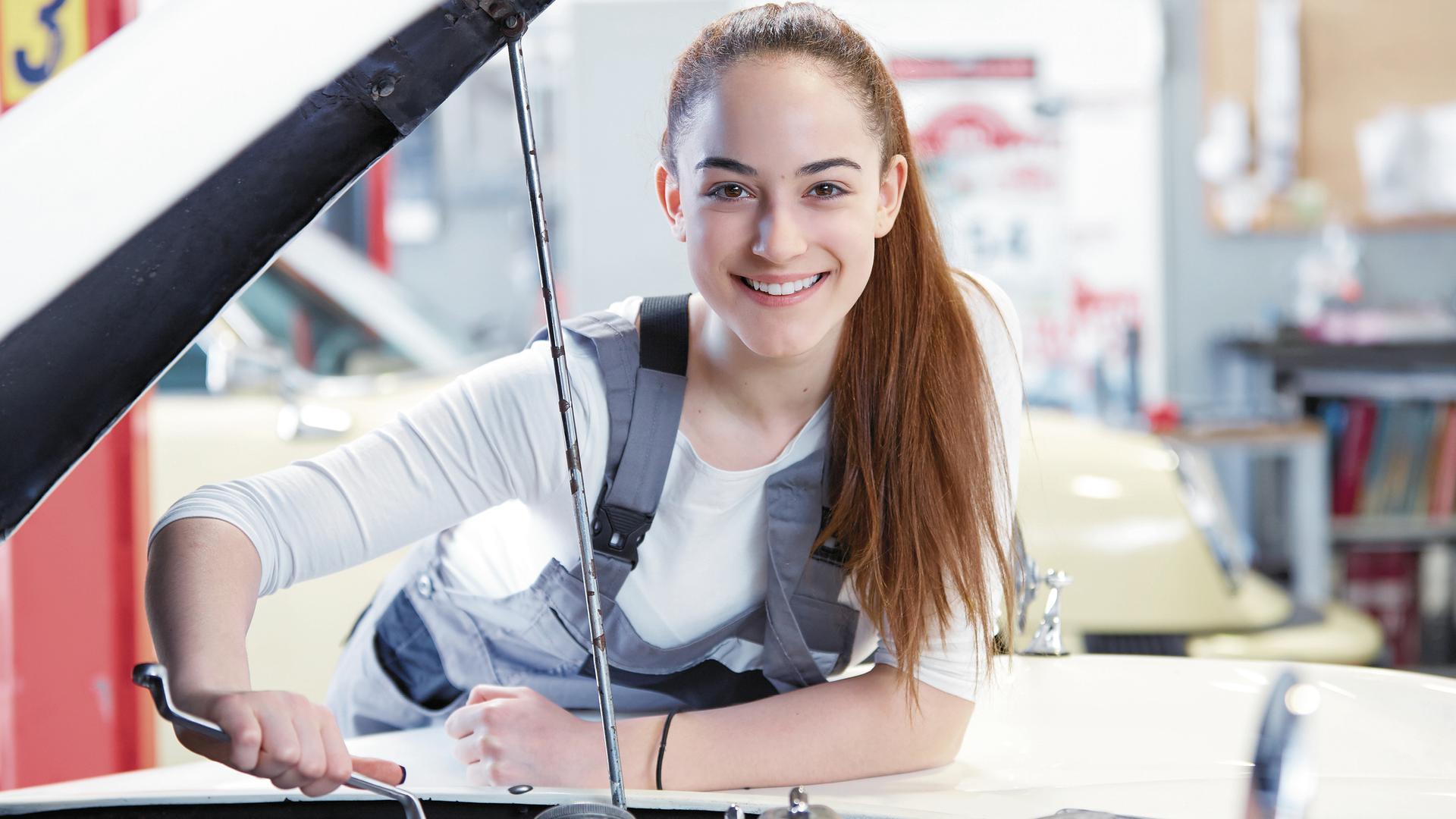 """Klassische """"Männerjobs""""? Von wegen: Das Handwerk hält gerade auch für junge Frauen viele spannende Karrierechancen bereit."""