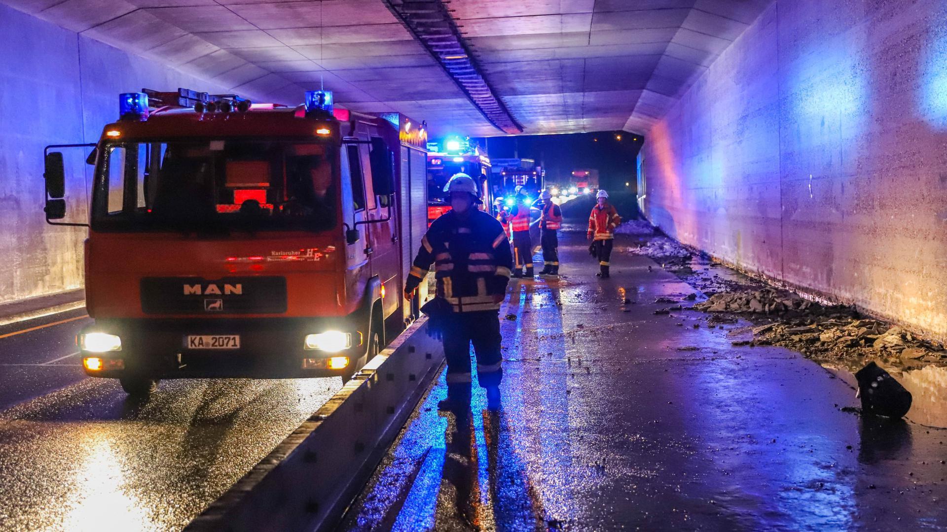 Feuerwehr, Tunnel, Baustelle, Regen, Überflutung