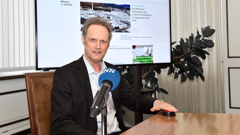 Verleger und Chefredakteur Klaus Michael Baur gibt den Startschuss für die neue Website.