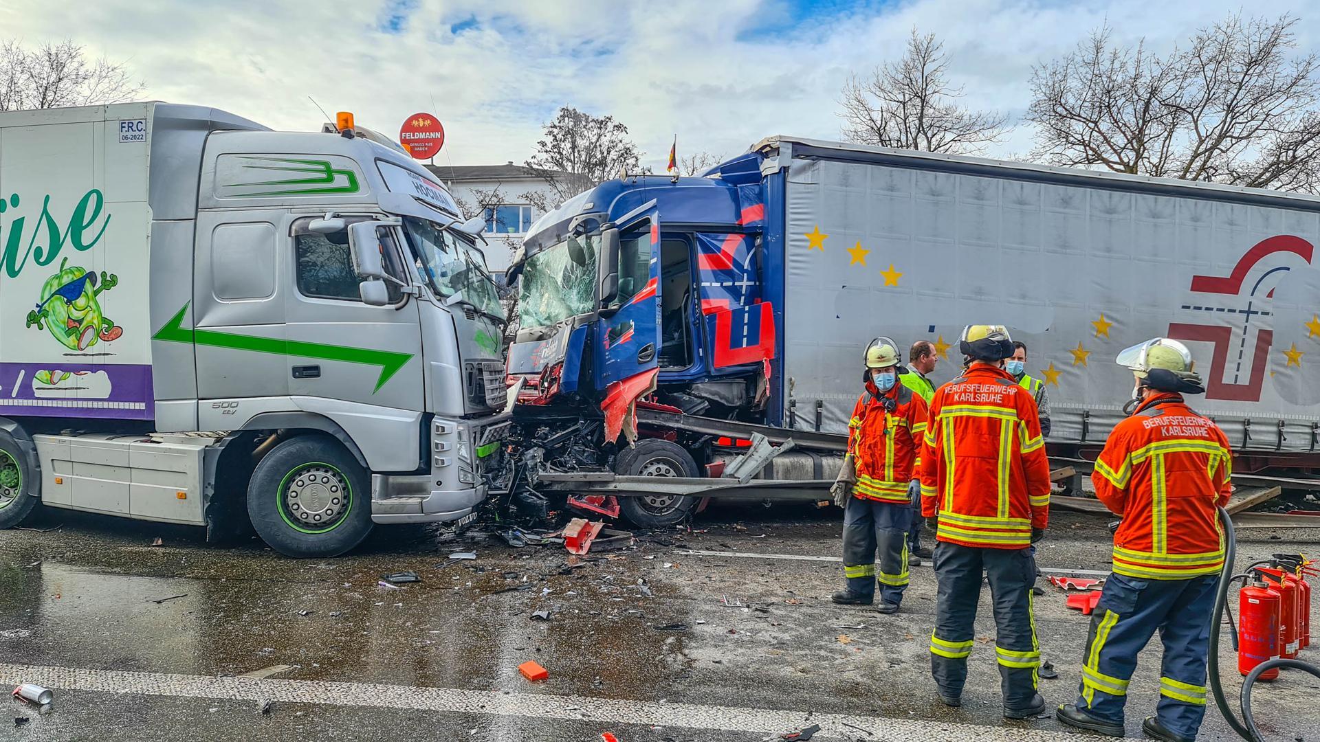 Unfall auf der Südtangente: 40-Tonner durchbricht Mittelleitplanke und kracht auf Gegenfahrspur.