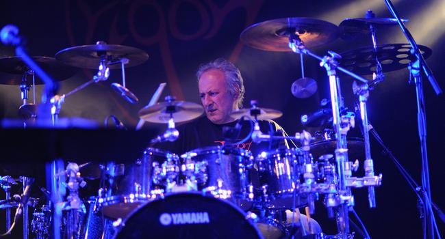Ein Mann am Schlagzeug