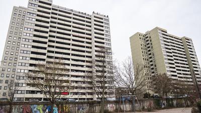 Von außen trostlos: Die Zwillingshochhäuser in der Kaiserallee 15 waren einst ein innovatives Bauprojekt.