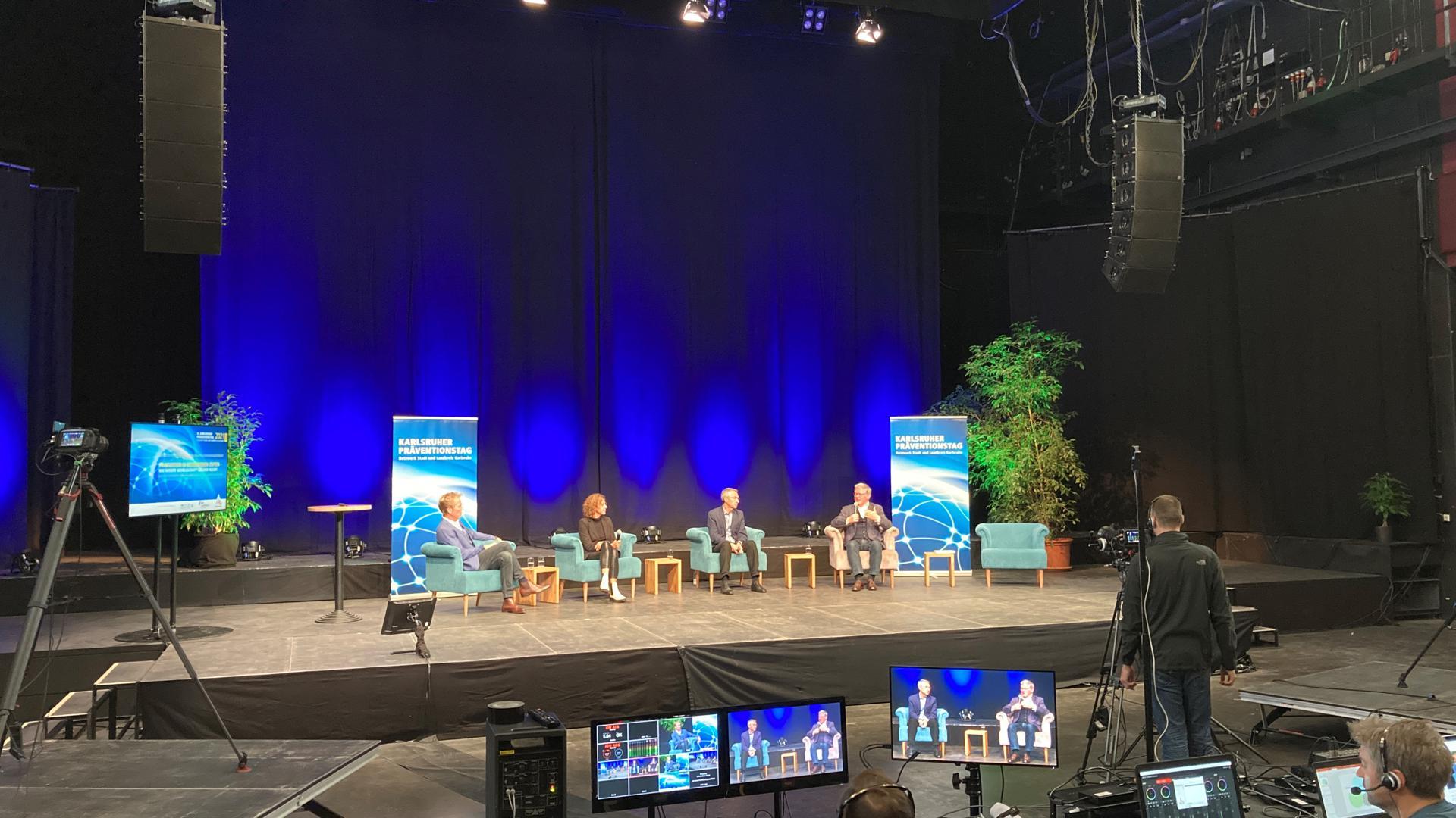 Über digitale Veränderung wurde nicht nur gesprochen: Der Karlsruher Präventionstag wurde am Dienstag bereits zum zweiten Mal in Folge live aus dem Tollhaus zu den Teilnehmenden nach Hause übertragen.