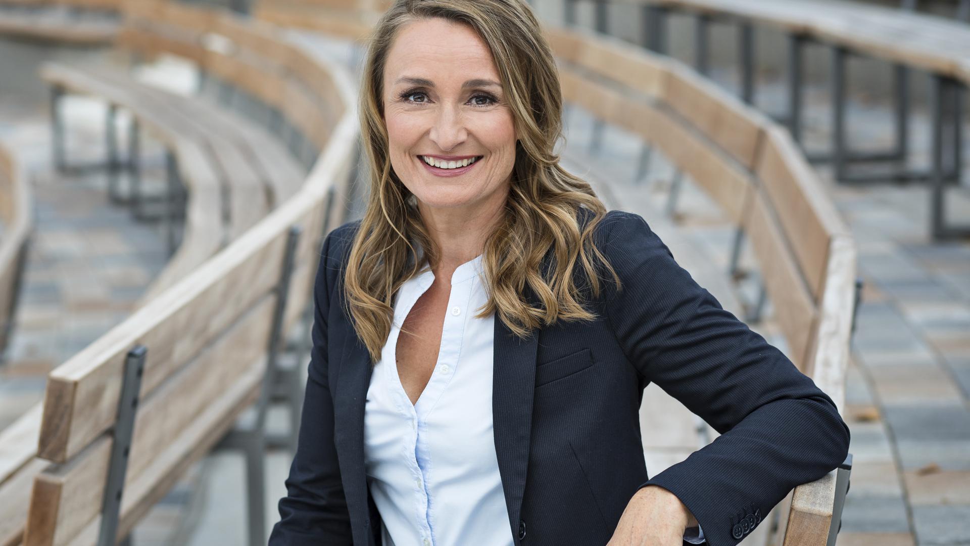 """Sandra Olbrich ist das Gesicht der ZDF-Sendung """"Menschen – das Magazin"""", die sie seit 2014 moderiert. Die in Karlsruhe lebende Journalistin sagt: """"Behindert ist man nicht. Behindert wird man."""""""