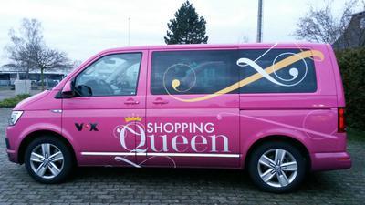 """Mit dem """"Shopping-Queen-Bus"""" gehen die Teilnehmer auf Einkaufstour."""