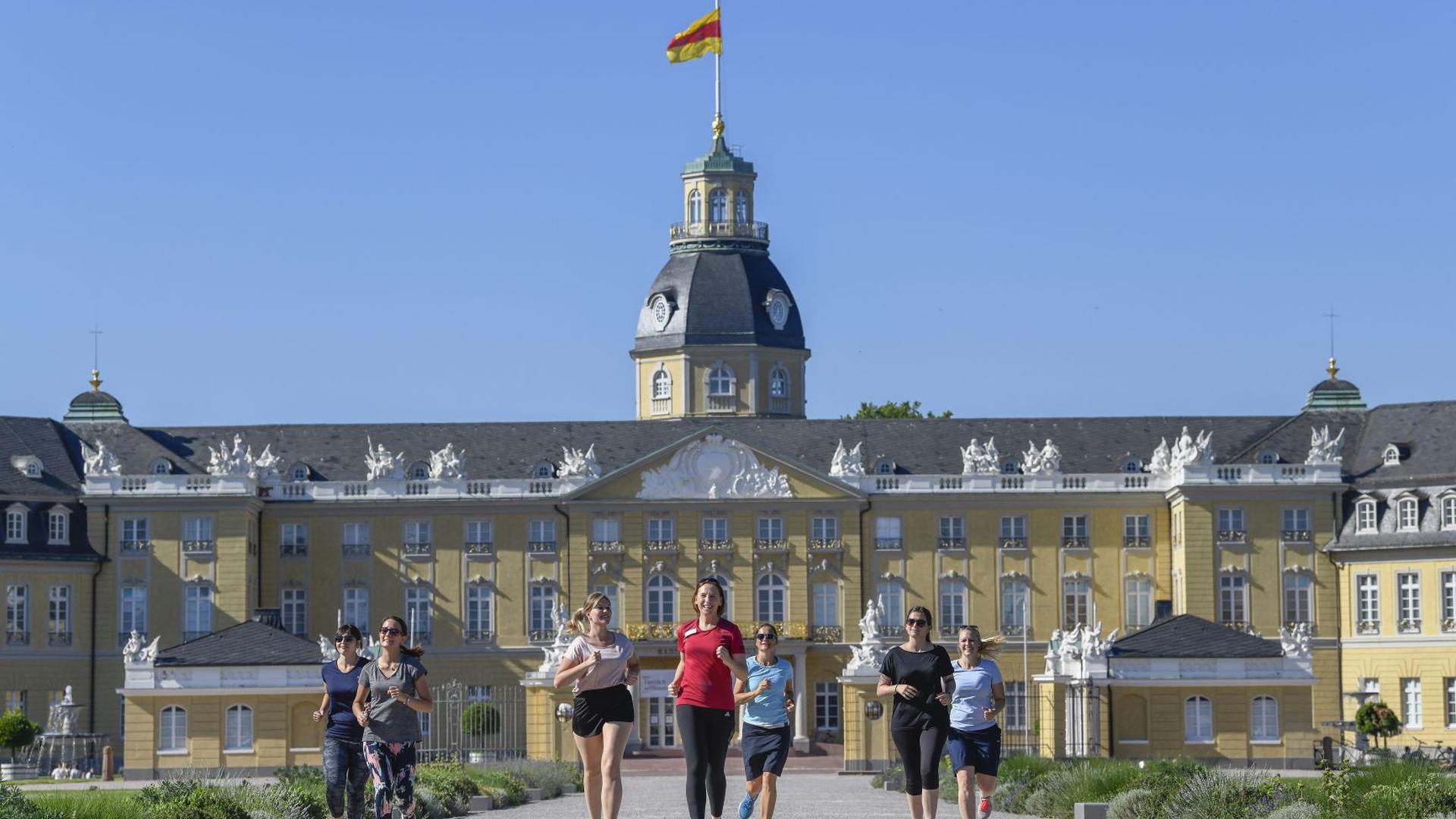 Jogger vor Karlsruher Schloss
