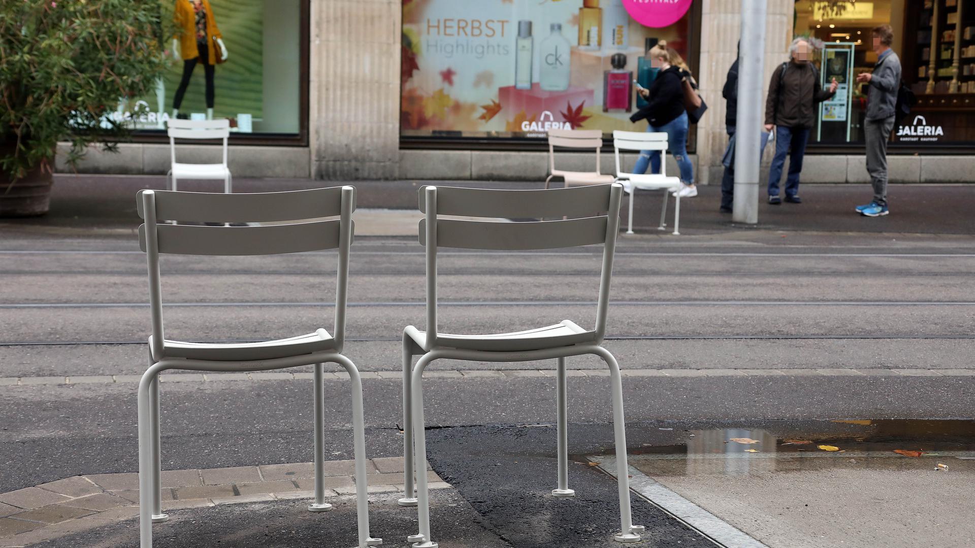 Ob die Stühle dauerhaft bleiben, ist aber noch offen.