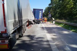 Zum Bremsen reicht es nicht mehr: Wie hier bei einem Unfall auf der A5 bei Bruchsal in Richtung Kronau ist das Ende vom Stau oftmals eine große Gefahr trotz alarmierender Warnanlage am Straßenrand. Der Polizei zufolge fehlt es meistens an ausreichendem Abstand zum Vordermann.