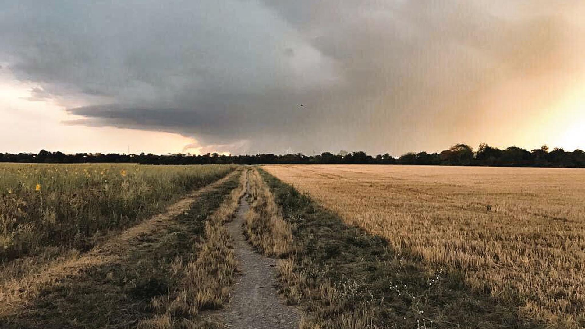 Das Unwetter über Ettlingen im Sommer 2019 aus Sicht von Karlsruhe-Neureut.