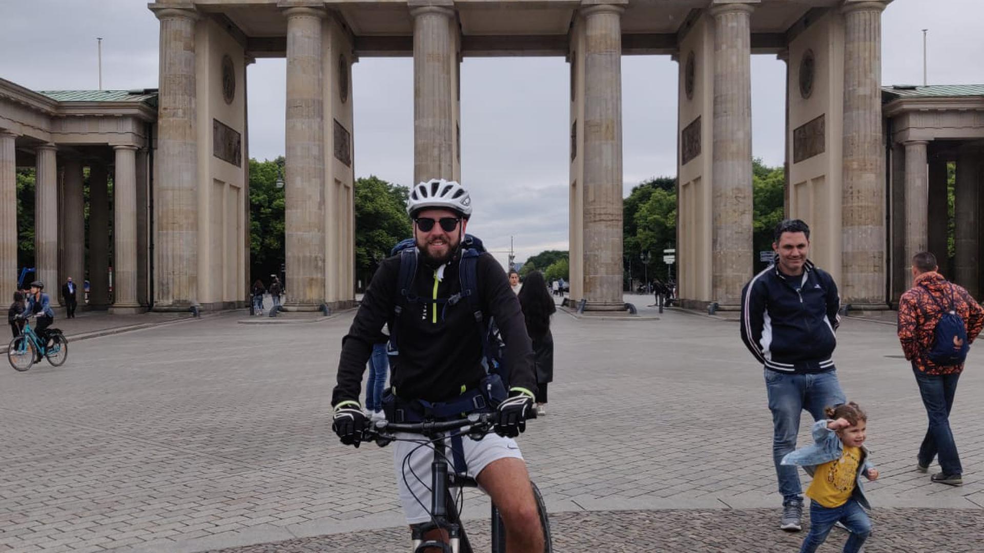 Nach 14 Etappen, 19 Tage und 1.324 km steht der Karlsruher vor dem Brandenburger Tor