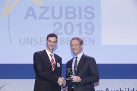 Nach dem Studiumsabbruch zur erfolgreichen Ausbildung: Richard Seidel (links) und Dr. Eric Schweitzer, Präsident des Deutschen Industrie- und Handelskammertages e.V.