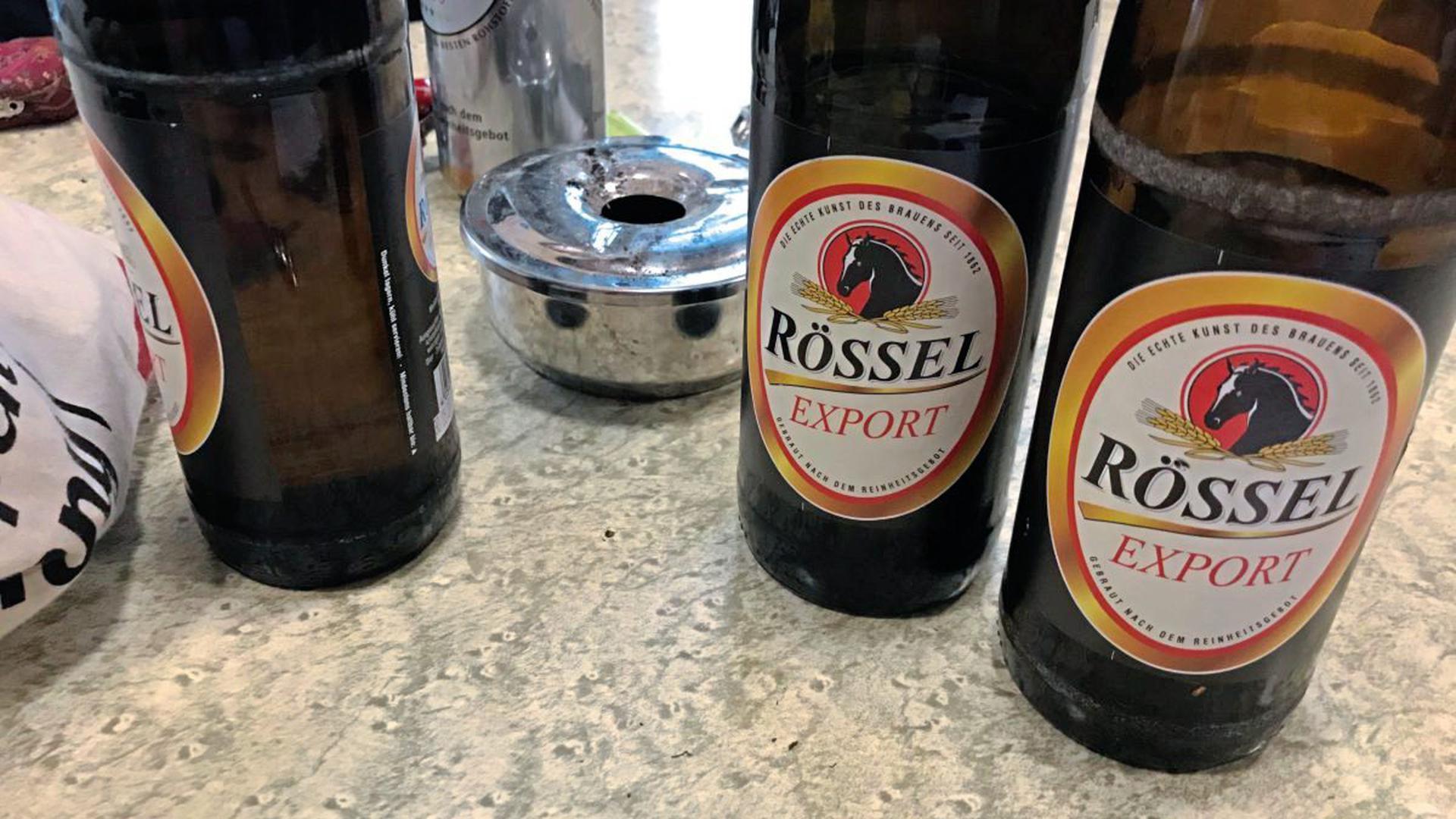Manche Klienten trinken im A³ einfach nur Tee oder Kaffee, aber Bier und Wein sind erlaubt und akzeptiert.