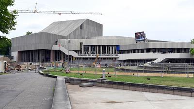 Ein Sanierungsfall ist das Staatstheater Karlsruhe nicht nur baulich, sondern offenbar auch auf der Führungsebene. Nun schlägt der Personalrat Alarm.