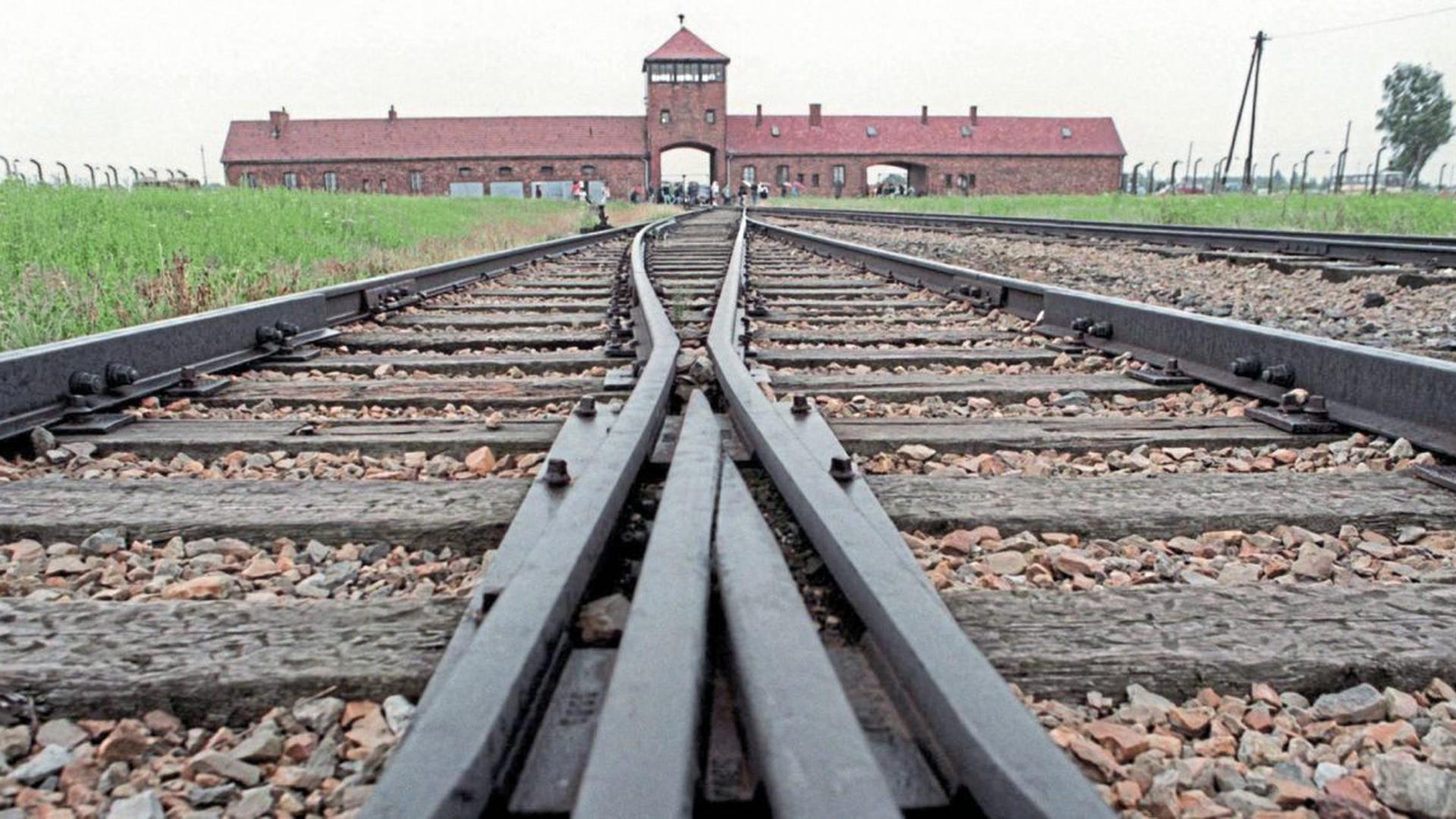 Auf den Schienen des Güterbahnhofes von Auschwitz-Birkenau kamen die Häftlingstransporte an.