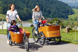 Mit praktischen Lastenrädern wird ein Ausflug mit den Kindern ins Grüne zu einem besonderen Erlebnis.