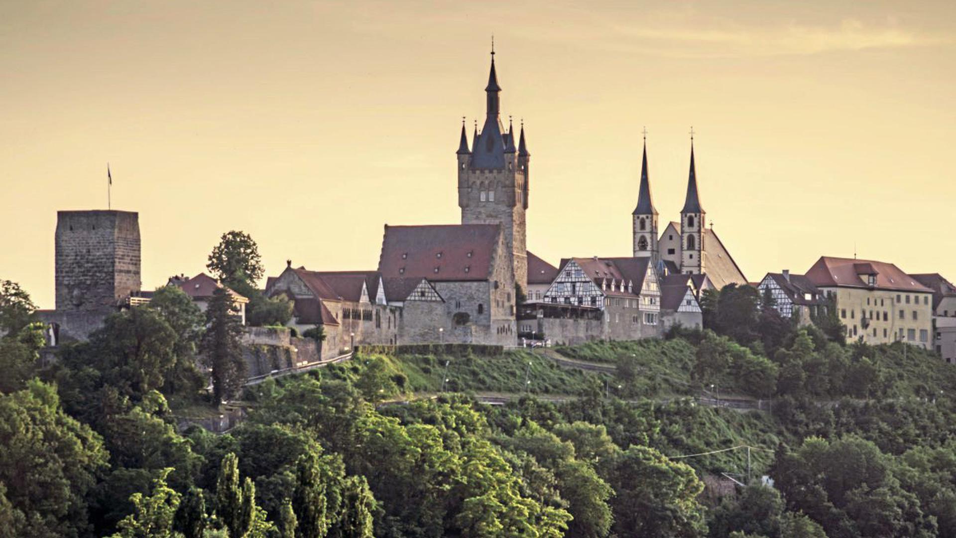 Der Neckarsteig führt bis nach Bad Wimpfen mit seiner turmgekrönten Kulisse.
