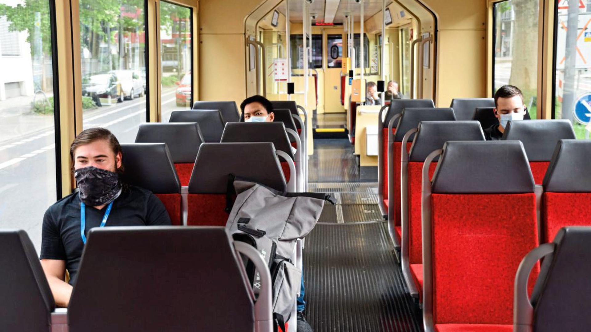 Abstandhalten leichtgemacht Im Zug von Bretten nach Karlsruhe ...