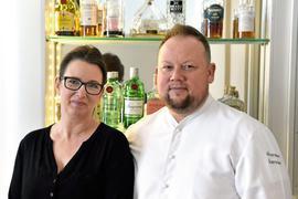 """Thorsten Bender ist Karlsruhes einziger Sternekoch. Zusammen mit seiner Frau Susanne Schwall verbringt er entspannte Weihnachtstage. Das Restaurant """"Sein"""" bleibt an den Feiertagen geschlossen."""