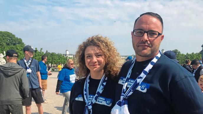KSC-Fans Diana Strobel und Daniel Gessner.