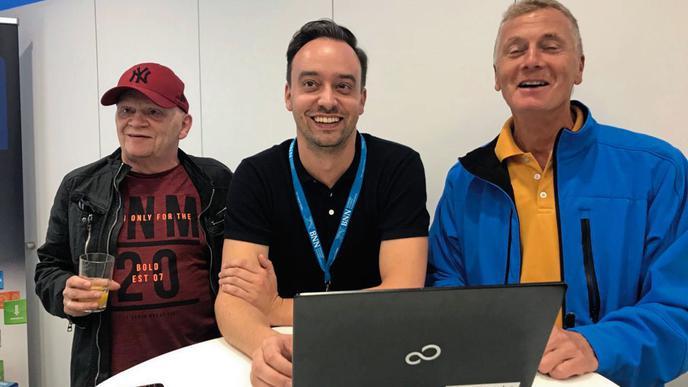 Gute Stimmung in der BNN-Geschäftsstelle: Leser Rolf Senghaus, Online-Redaktionsleiter Daniel Stahl und Leser Roland Lay.