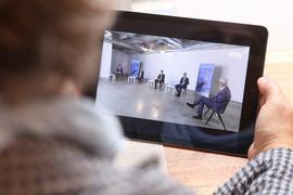 BNN-Forum zur OB-Wahl in Karlsruhe im Livestream mit vier Kandidaten und Moderator Theo Westermann (rechts)