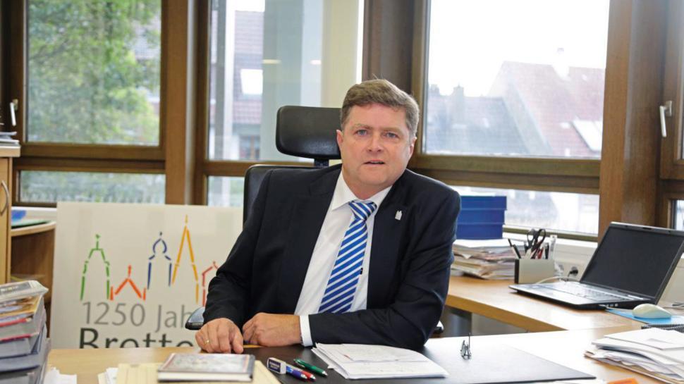 Die Nachricht, dass der Corona-Test eines Gemeinderatsmitglieds negativ ist, sorgt auch bei Brettens OB Martin Wolff für große Erleichterung.