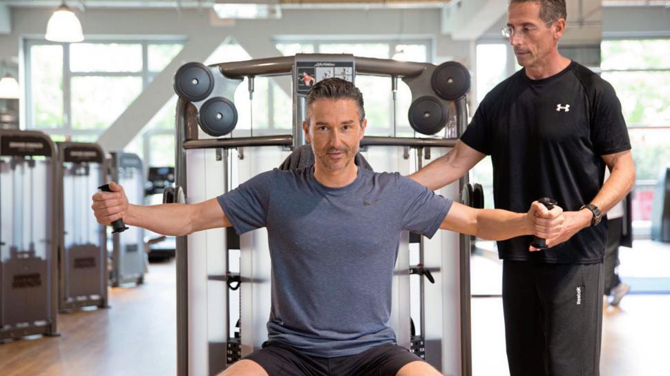 Dem inneren Schweinehund an den Kragen geht es mit professioneller Unterstützung im Fitnessstudio Pfitzenmeier.