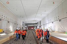 chaden unter der Erde: In einer Untergrundstation ist ein Wasserrohr gebrochen. Während des Tunnelvortriebs unter der Kaiserstraße gab es zwei Havarien.
