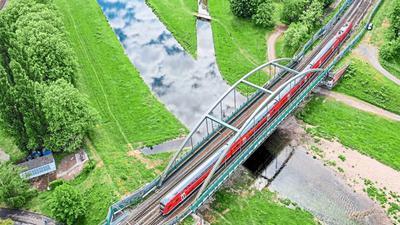 Fahrgäste dürfen sich freuen: Bald sollen mehr Züge die Murg in Rastatt überqueren. Auf der Rheintalbahn zwischen Karlsruhe und Basel baut die Bahn das Angebot für Reisende spürbar aus.