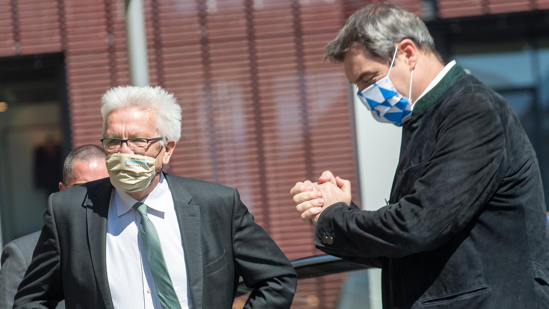 Die Ministerpräsidenten Winfried Kretschmann und Markus Söder wollen im Kampf gegen Corona an einem Strang ziehen.