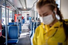 Ab kommenden Montag gilt eine Maskenpflicht. Sie gilt für den öffentlichen Nahverkehr und für den Einkauf.