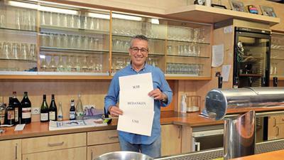 Konstante im Clubhaus: Seit 35 Jahren betreibt Konstantinos Rentzelas mit seiner Familie das Vereinsrestaurant des SVK Beiertheim. Seine Kinder haben ihn überredet, in der Not um Spenden zu bitten.
