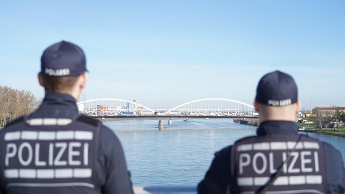 Am Montagmorgen beginnen auch zwischen Kehl und Straßburg die Grenzkontrollen zwischen Frankreich und Deutschland.