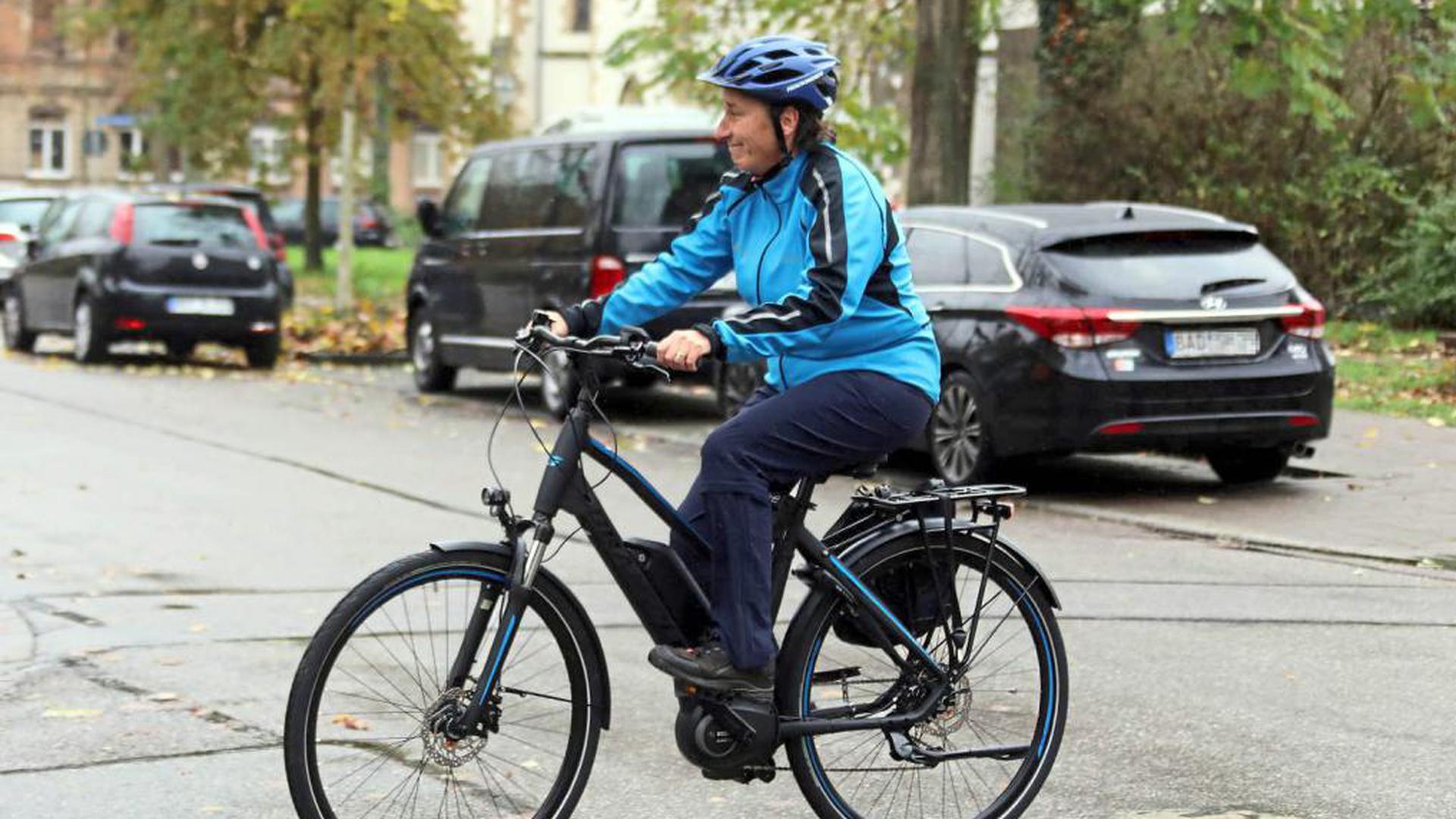 Mit dem Dienstpedelec sind in Karlsruhe die städtischen Mitarbeiter der städtischen Verkehrsüberwachung unterwegs. Dabei werden Verstöße wie Falschparken und Radfahren auf Gehwegen geahndet.