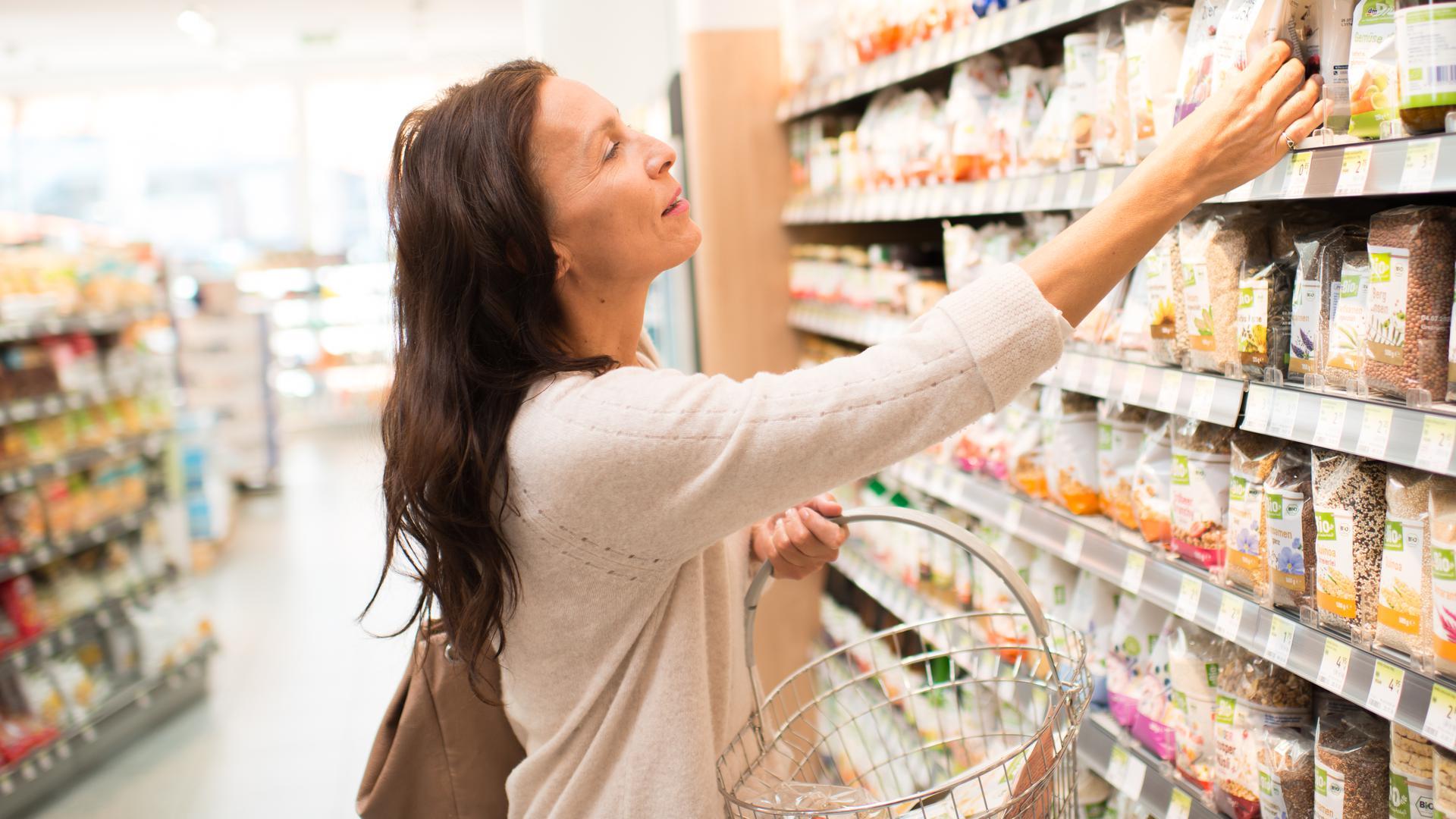 dmBio bietet eine große Auswahl an Lebensmitteln in Bio-Qualität.