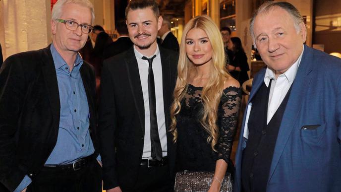 Theo Westermann, BNN-Redaktionsleiter Karlsruhe Stadt (links) und ZKM-Vorstand Peter Weibel mit Pamela Reif und ihrem Bruder.