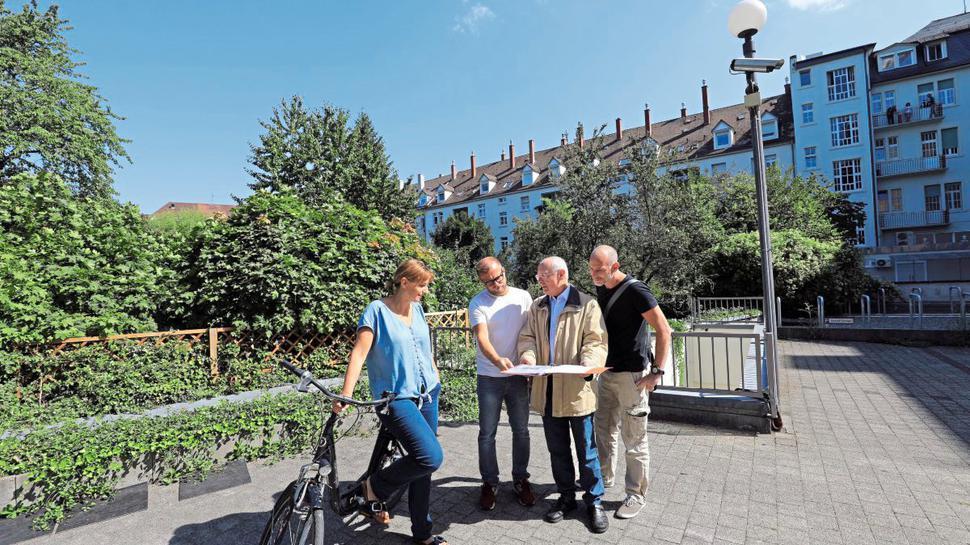 Grünes Wohnen im Bahnhofsviertel wollen Birgit Keim, Stefan Kirstätter, Gerd-Rainer Ritter und Frank Klingler (von links) auch in Zukunft sichergestellt wissen.