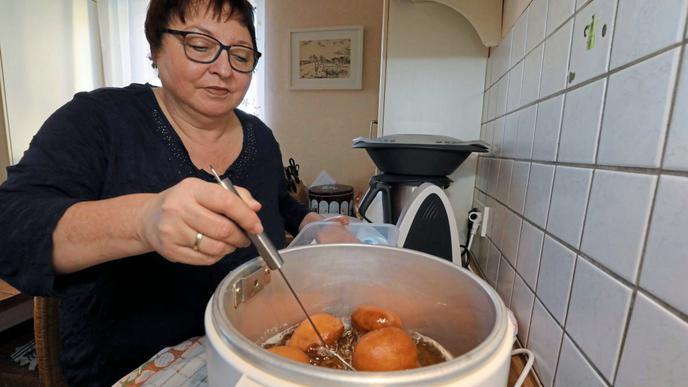 Da brutzelt der Schmotz: In ihm werden die Kiechle goldbraun frittiert.