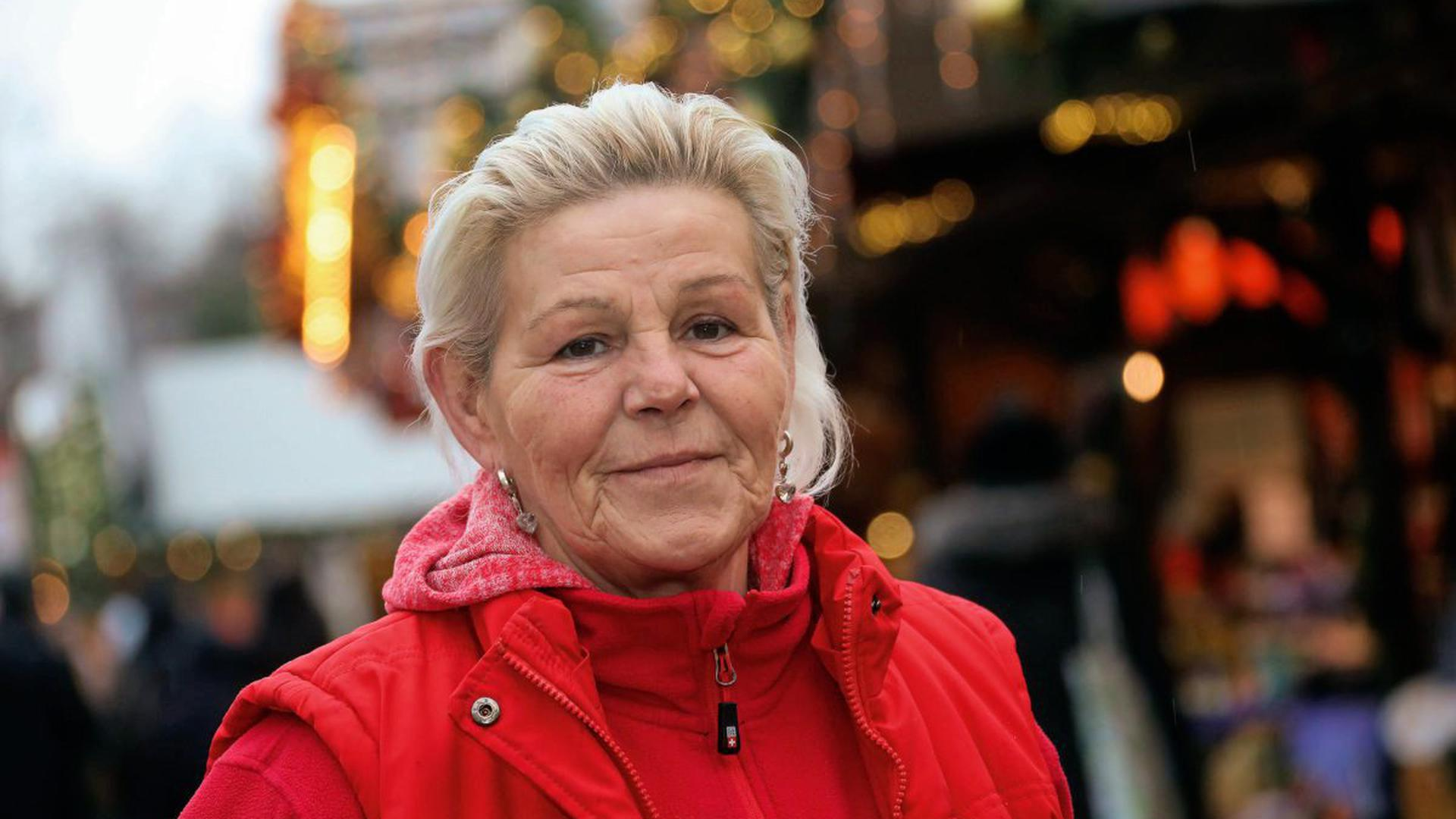 Freut sich auf Weihnachten: An diesem Montag öffnet Susanne Filder nochmals ihre Bude auf dem Friedrichsplatz, dann ist erst mal Pause.