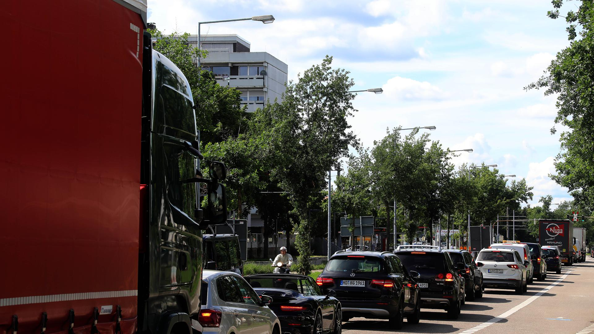 Stau B10 Karlsruhe