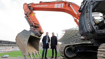 Da war die Welt noch einigermaßen in Ordnung: KSC-Präsident Ingo Wellenreuther (links) und OB Frank Mentrup im November 2018 beim Beginn der Abrissarbeiten im Wildpark zur Vorbereitung des Stadionbaus.