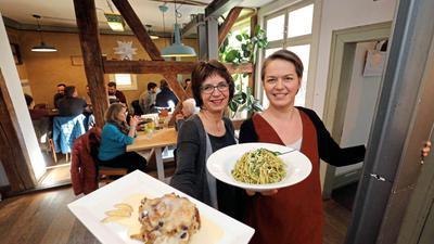 In der Kulturküche gibt es täglich mehrere warme Mittagessen
