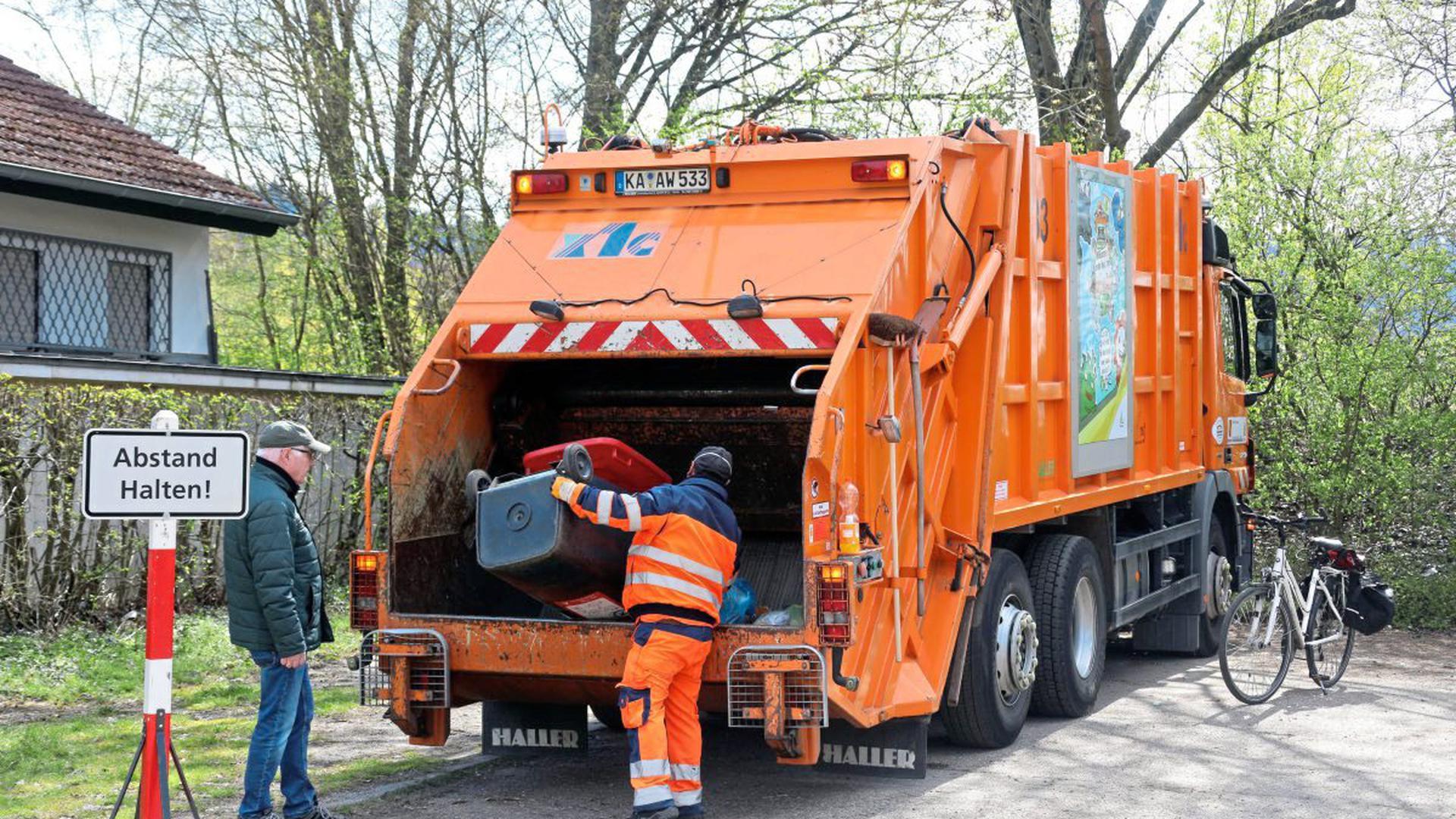 Wertstoffe können in Karlsruhe in Müllautos entsorgt werden.
