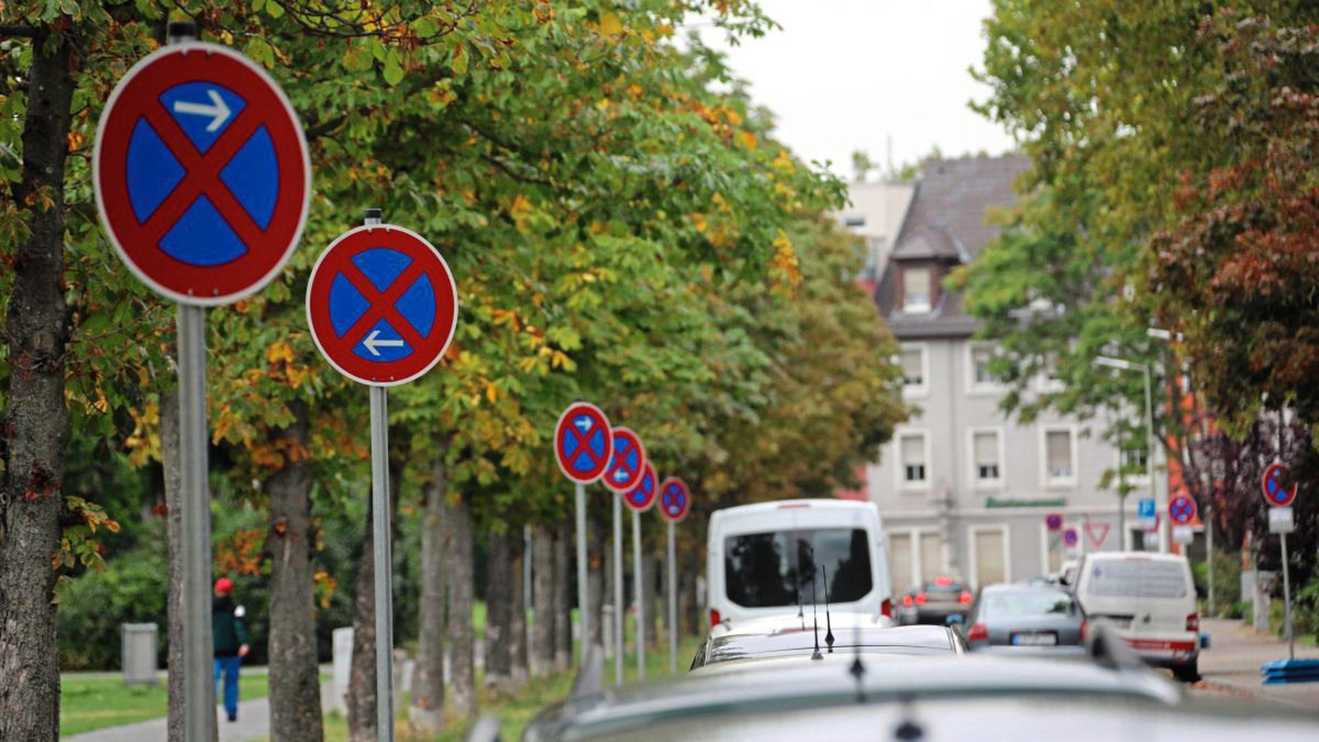 Halten oder nicht halten, das ist hier die Frage: An der Seldeneckstraße sorgen neu aufgestellte Verbotsschilder für Verwirrung bei den Anwohnern.