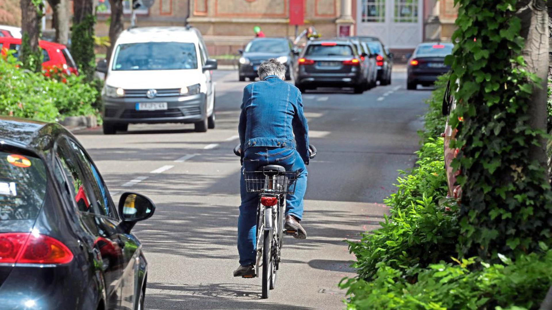 Wenig Platz haben Verkehrsteilnehmer in der Karlsruher Stephanienstraße.