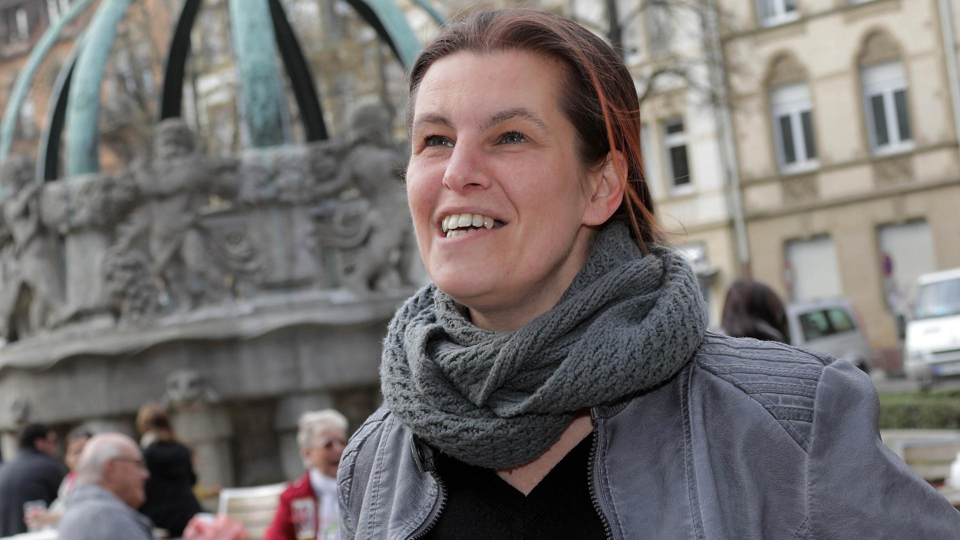 Zuhause in der Karlsruher Weststadt: Vor einem Jahr besuchte Gesundheitsminister Jens Spahn Sandra Schlensog in ihrer Wohnung.