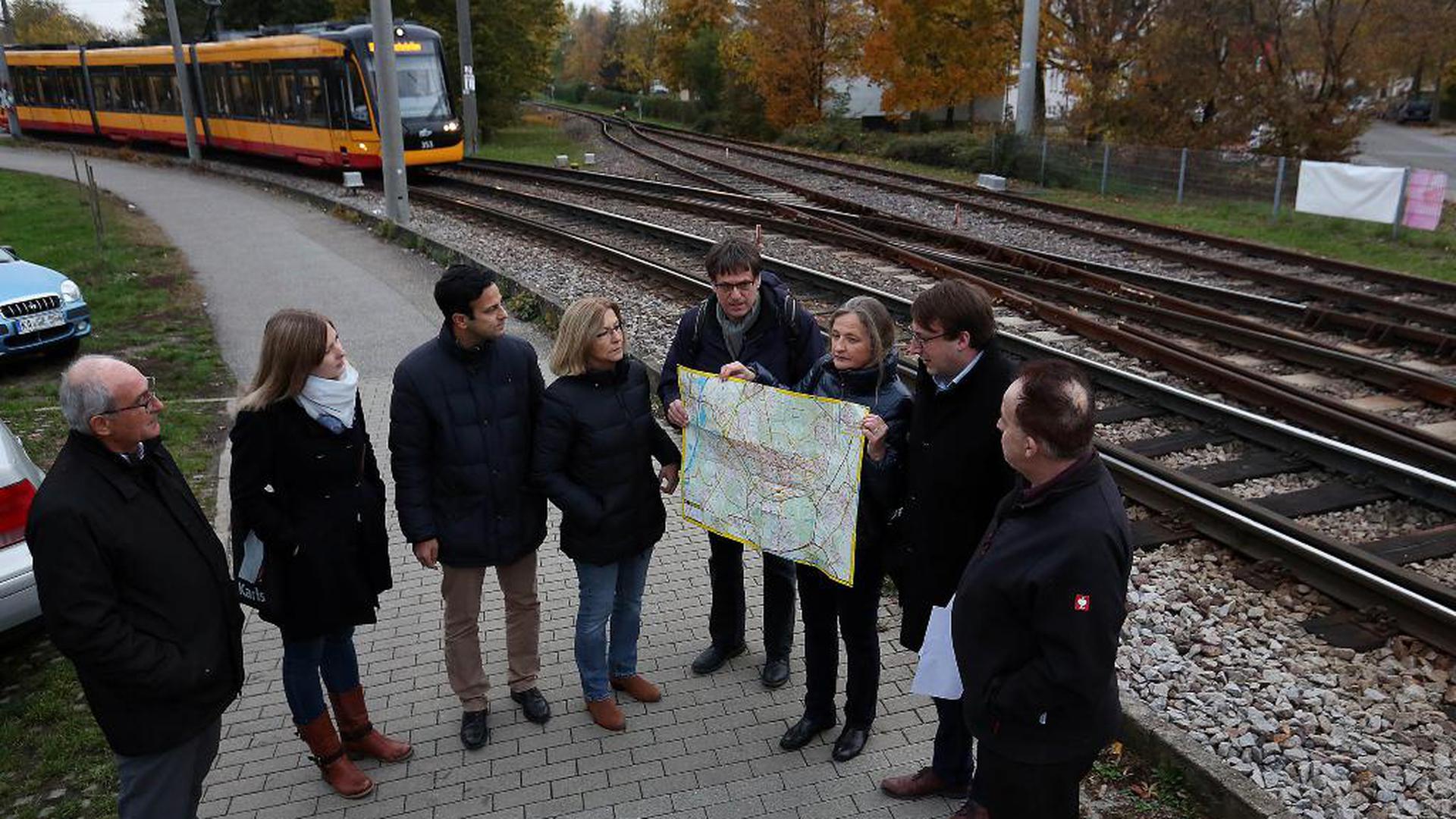Karlsruher Sozialdemokraten wollen die Bahnstrecke Neureut – Bahnhof Mühlburg für den öffentlichen Personenverkehr aktivieren. Jetzt rollen dort nur Güterzüge.